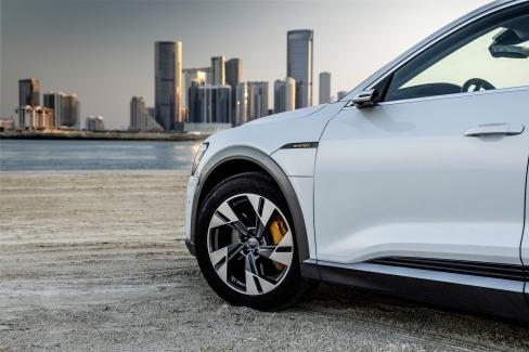 Audi e-tron Glacier white (1)