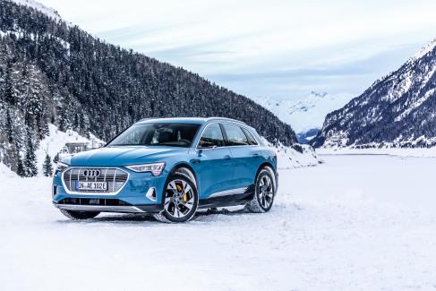 Audi e-tron Antigua blue (6)