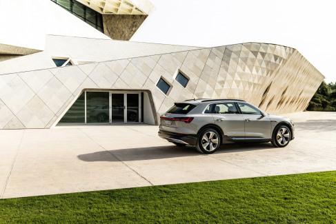 Audi e-tron Glacier white (2)