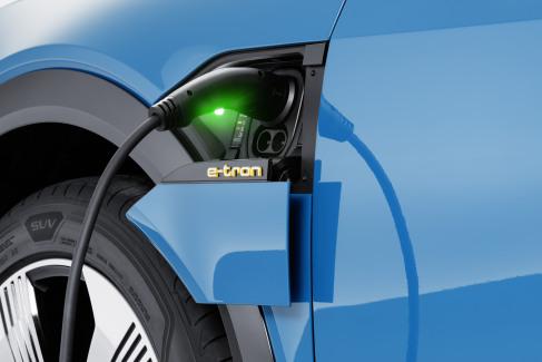 Audi e-tron laadaansluiting (2)