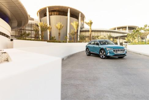 Audi e-tron Antigua blue (8)