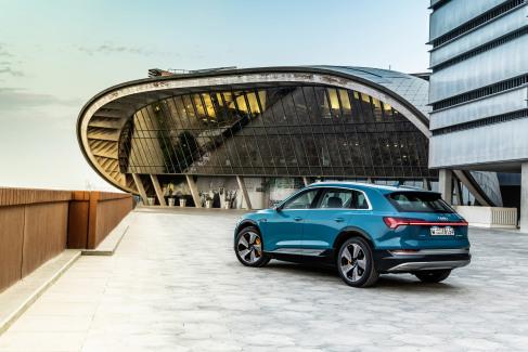 Audi e-tron Antigua blue (4)