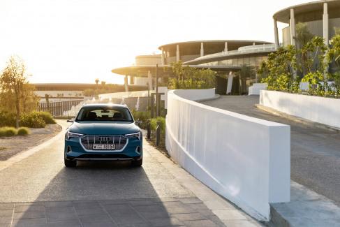 Audi e-tron Antigua blue (9)