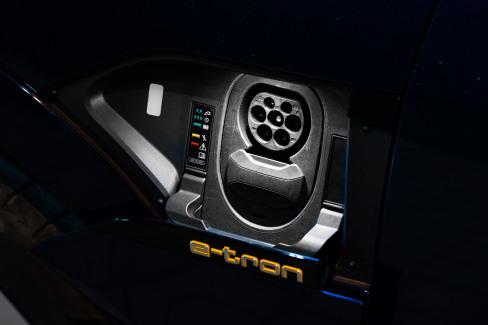 Audi e-tron laadaansluiting (3)